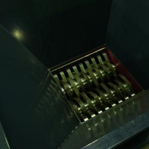 шредер для измельчения пластиковых отходов
