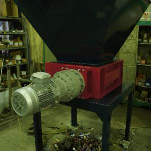 шредер для измельчения полимерных отходов
